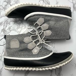 NWOT Sorel Out N About Felt Winter Ankle Boots